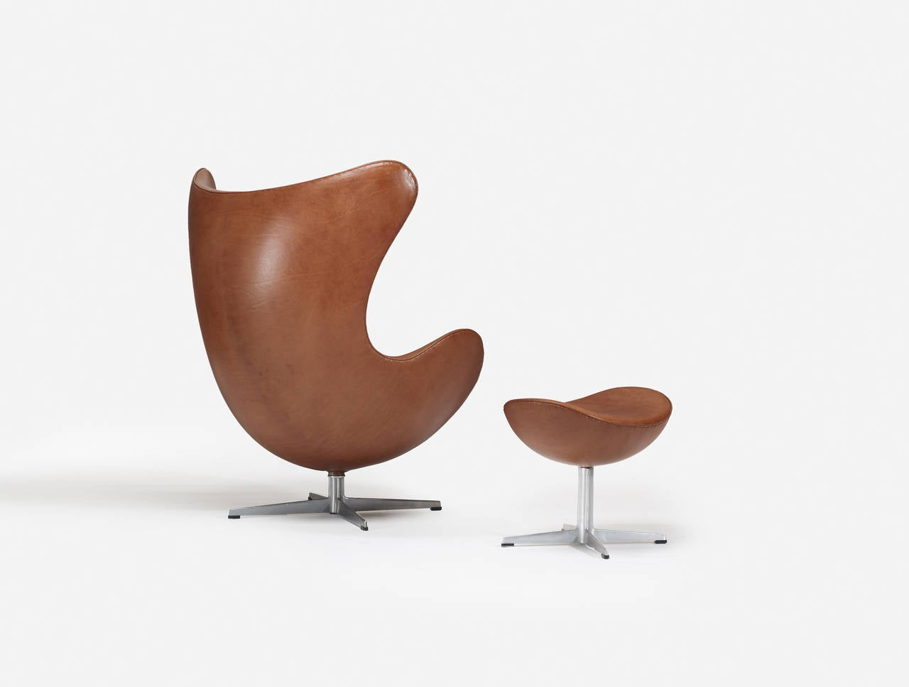 arne jacobsen egg chair and ottoman for fritz hansen for sale at 1stdibs. Black Bedroom Furniture Sets. Home Design Ideas