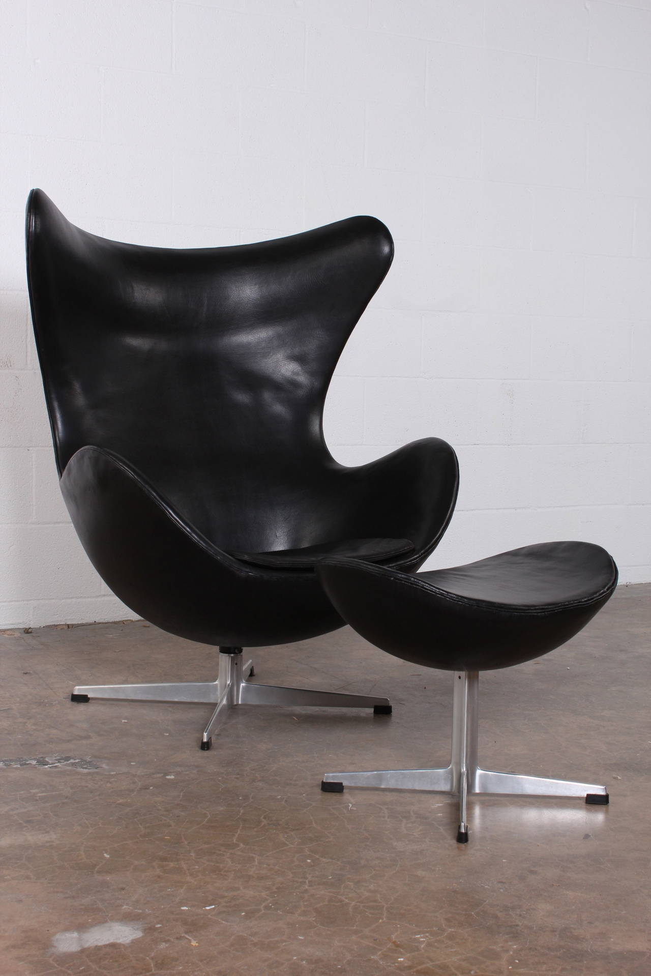 egg chair and ottoman by arne jacobsen in original leather at 1stdibs. Black Bedroom Furniture Sets. Home Design Ideas
