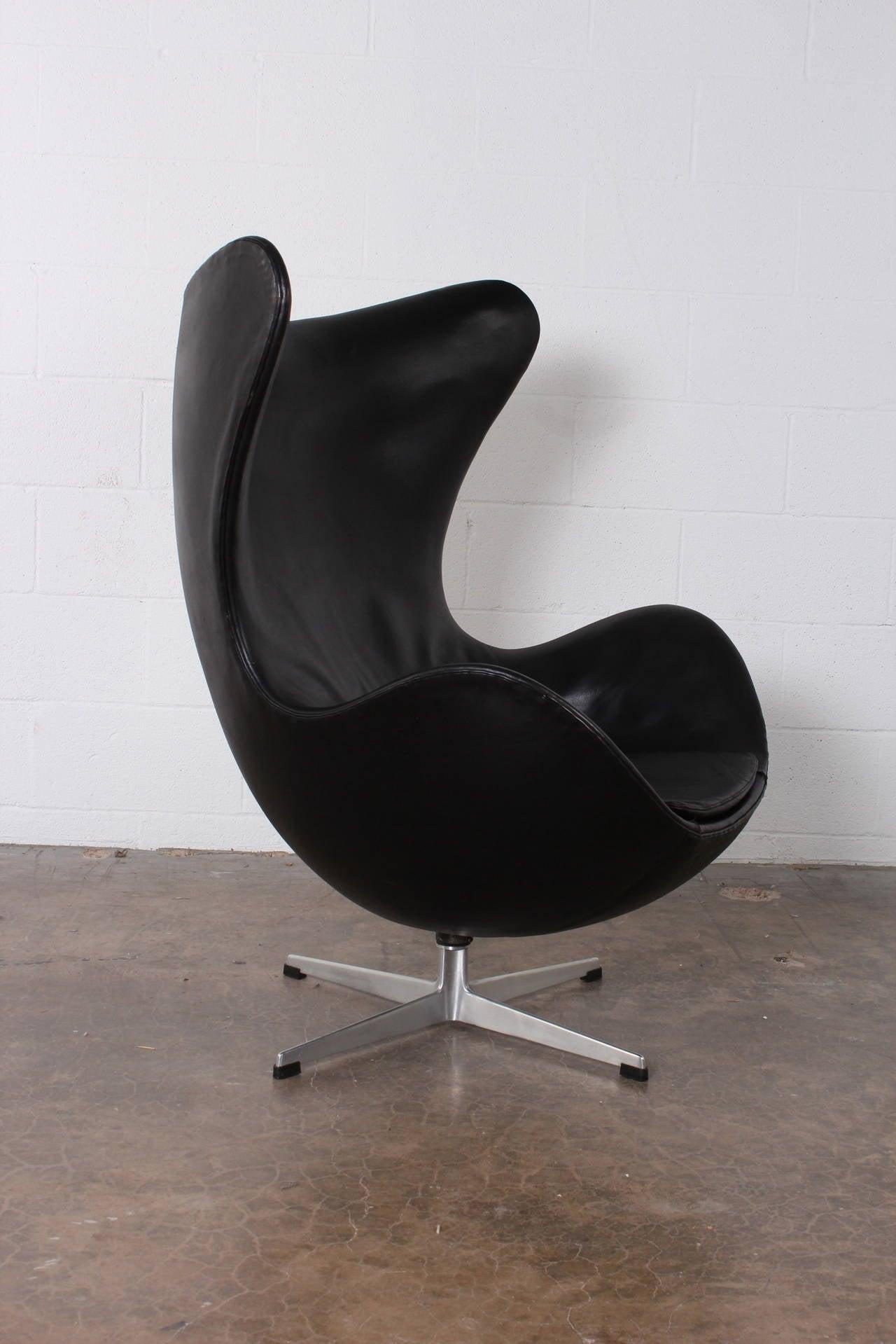 egg chair by arne jacobsen in original leather at 1stdibs. Black Bedroom Furniture Sets. Home Design Ideas