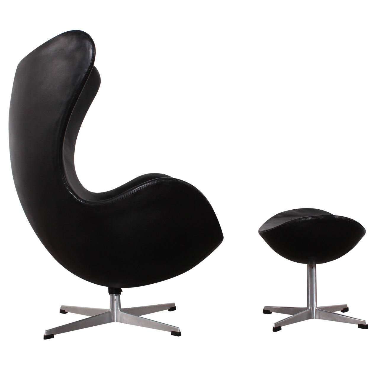 egg chair and ottoman by arne jacobsen in original leather. Black Bedroom Furniture Sets. Home Design Ideas