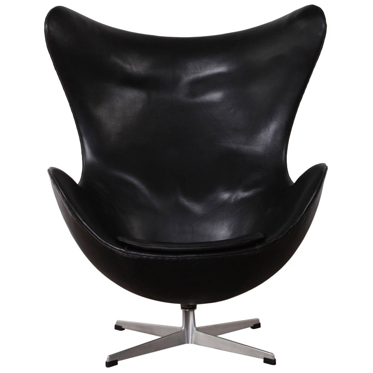 Egg chair by arne jacobsen in original leather at 1stdibs for Egg chair original