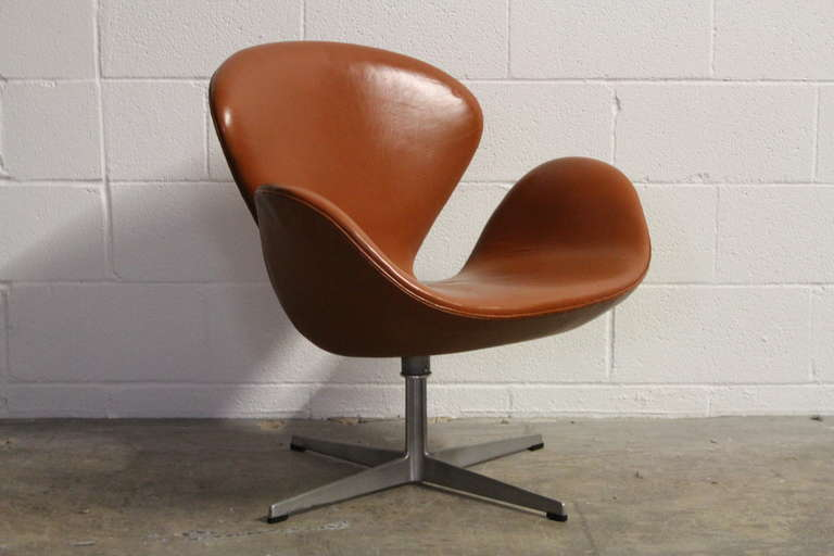 Leather Swan Chair By Arne Jacobsen For Fritz Hansen At 1stdibs