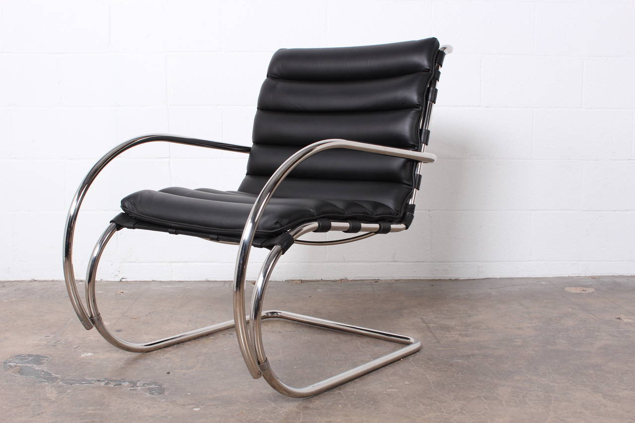 pair of mr lounge chairs by mies van der rohe for knoll for sale at 1stdibs. Black Bedroom Furniture Sets. Home Design Ideas