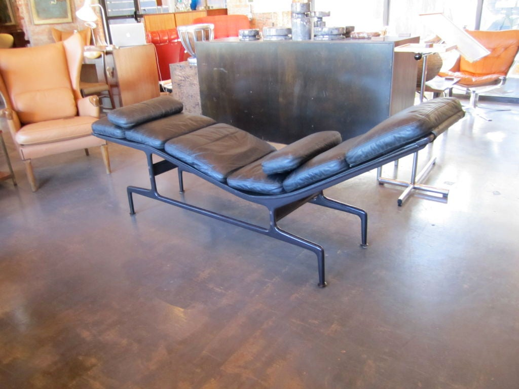 Billy wilder chaise by charles and ray eames at 1stdibs for 4 chaises eames
