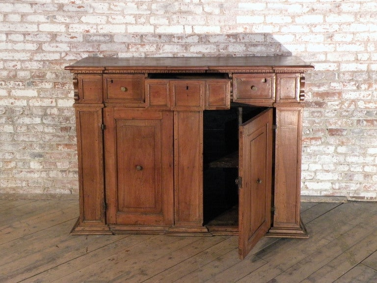 Walnut Italian / Tuscan 17th century walnut credenza Baroque Credenza For Sale
