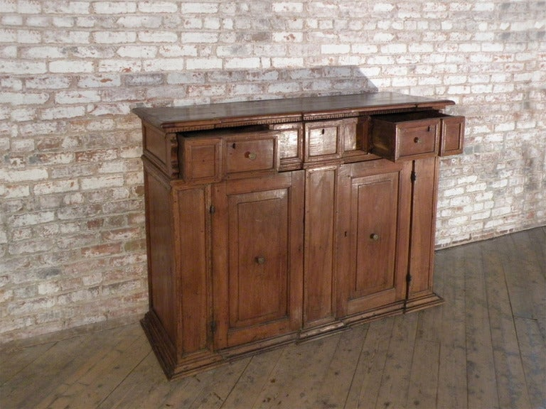 Italian / Tuscan 17th century walnut credenza Baroque Credenza For Sale 3