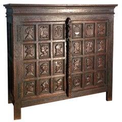 19th century Renaissance style French Oak Portrait Cabinet