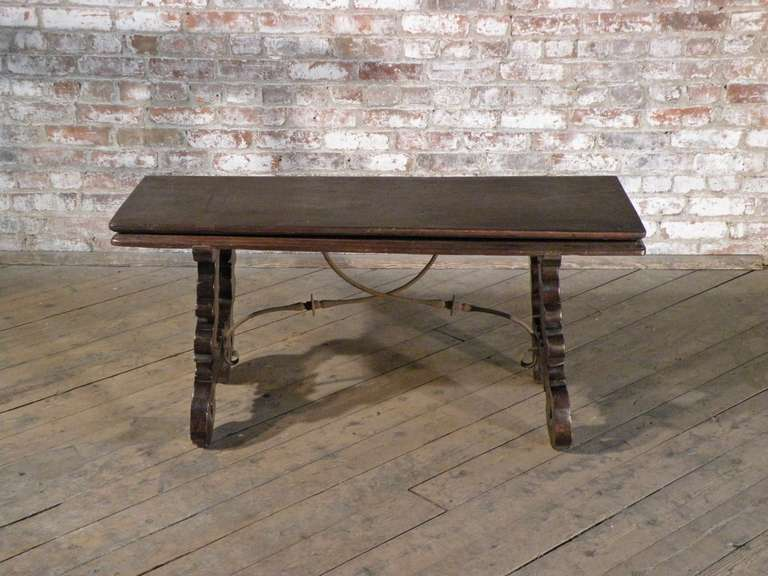 Spanish Baroque 17th Century Walnut Flip Bench Or Low Table In Excellent  Condition For Sale
