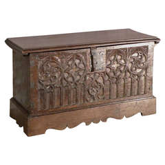 Spanish late Gothic 16th century oak coffer / chest