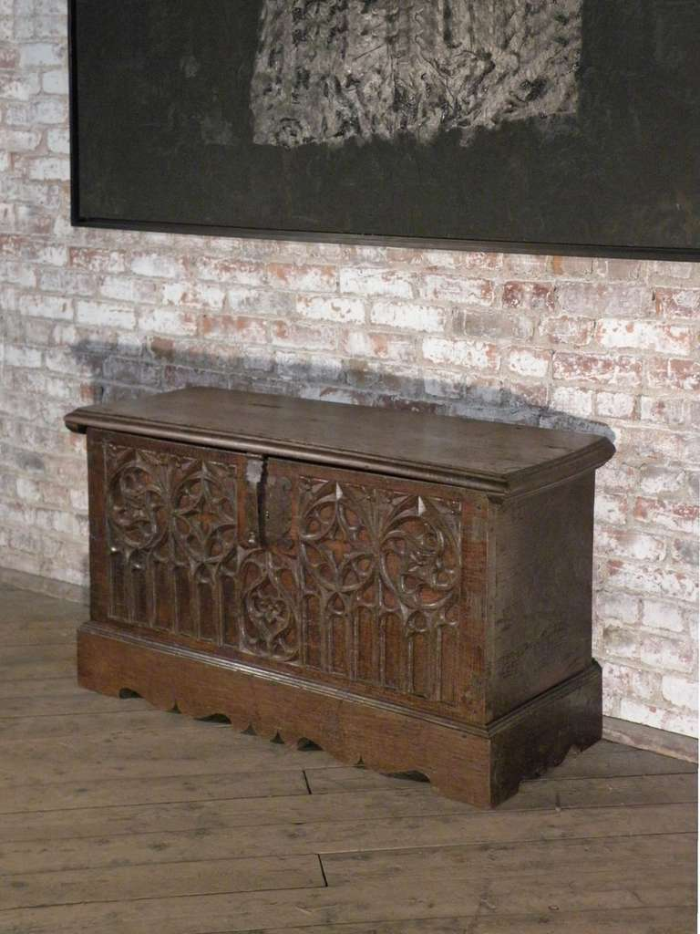 Ancient gothic furniture - Spanish Late Gothic 16th Century Oak Coffer Chest 2