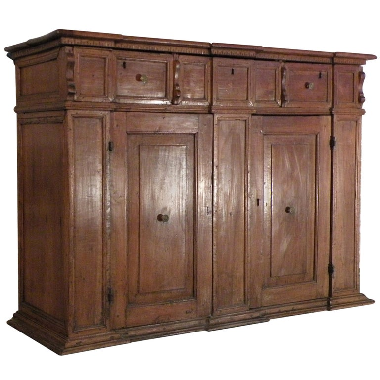 Italian / Tuscan 17th century walnut credenza Baroque Credenza For Sale