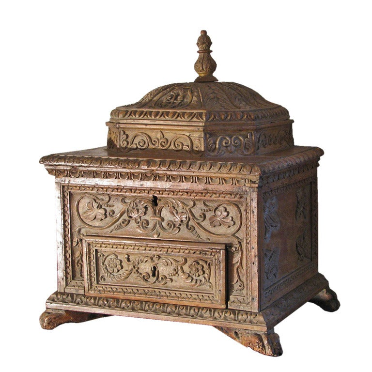 Carved early 18th century Baroque Italian Dome-Top Box