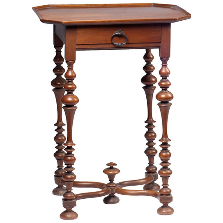 petite louis xiii style walnut table for sale at 1stdibs. Black Bedroom Furniture Sets. Home Design Ideas