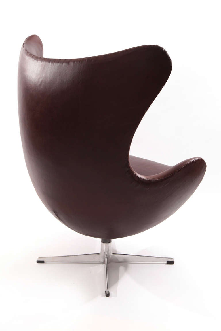 early arne jacobsen fritz hansen leather egg chair at 1stdibs. Black Bedroom Furniture Sets. Home Design Ideas