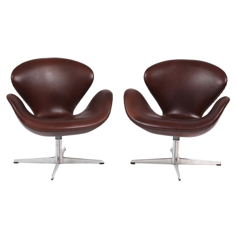 Arne jacobsen fritz hansen leather swan chairs at 1stdibs for Swan chairs for sale