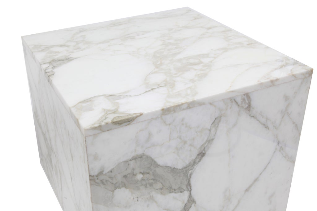 Pair of large scale arabescato marble tables at 1stdibs for Mauble furniture