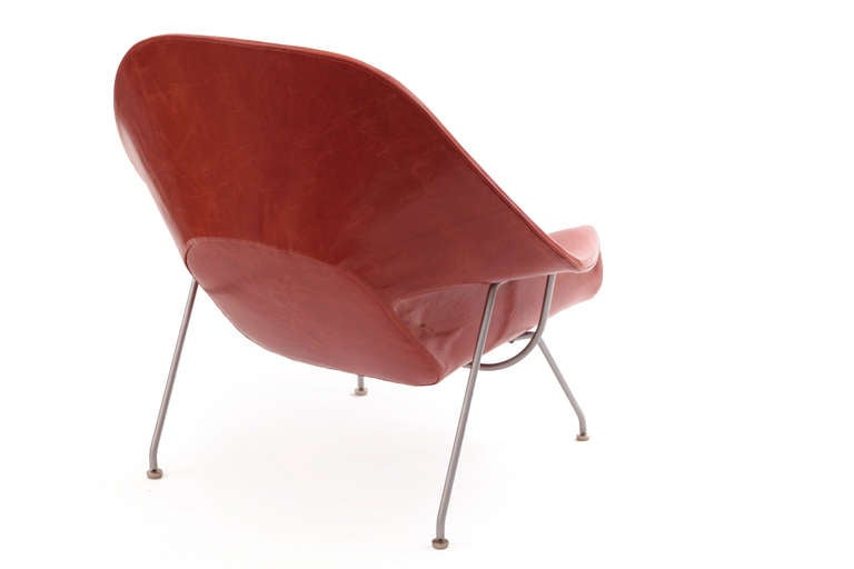 Early eero saarinen knoll womb chair and ottoman in persimmon orange leather image 5 - Leather womb chair ...