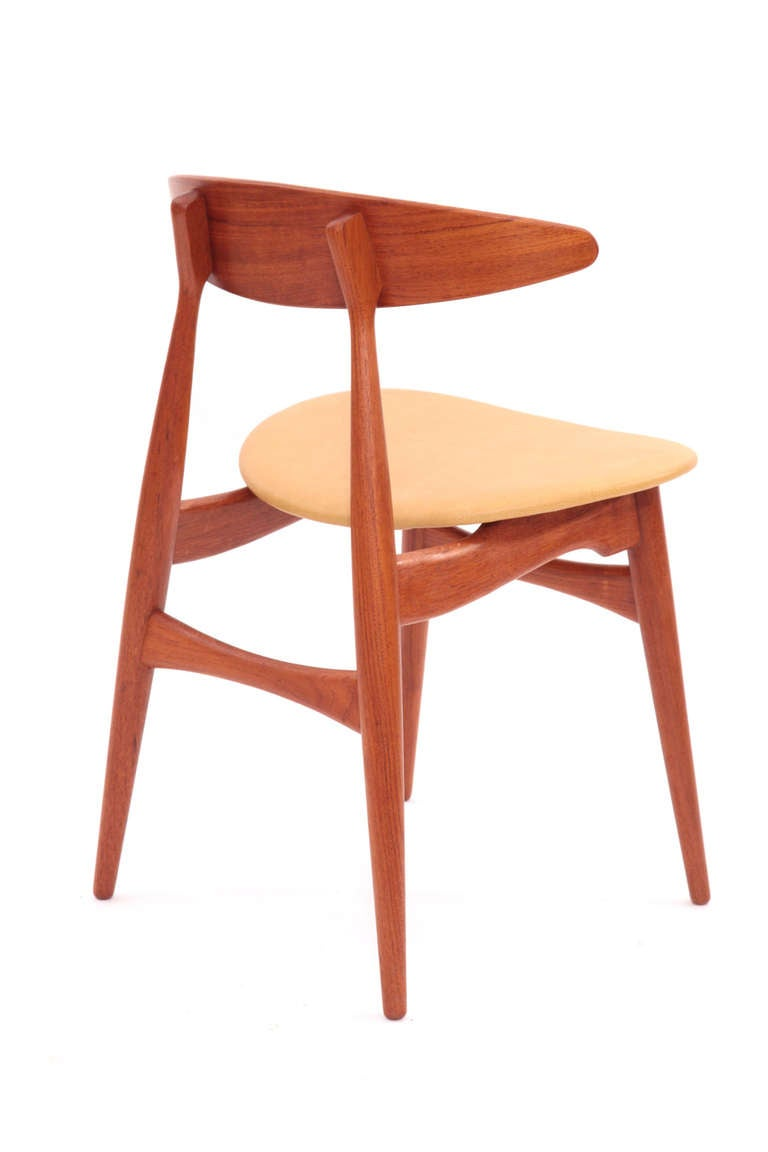 Eight hans wegner teak and leather dining chairs at 1stdibs for Wegner dining chair