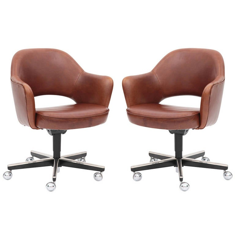 pair of saarinen for knoll executive office chairs at 1stdibs