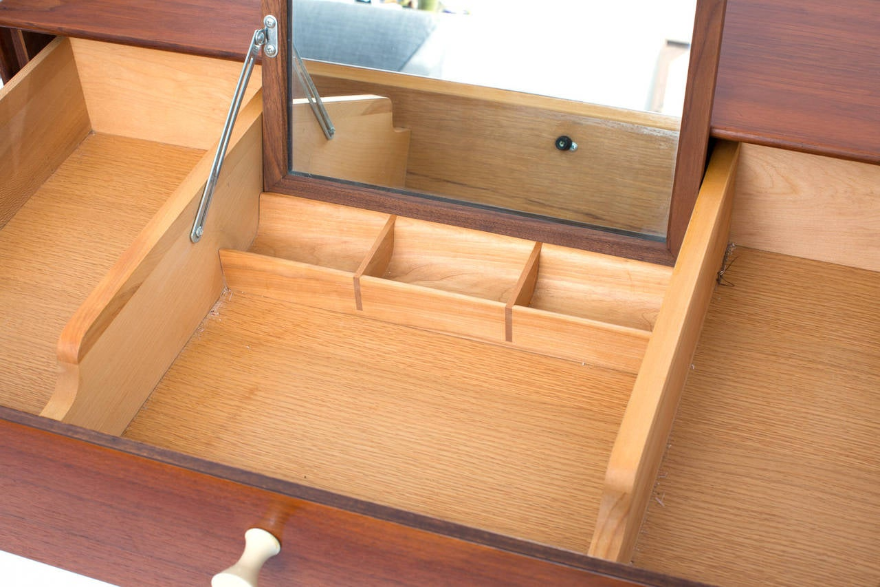 Rare George Nelson Herman Miller Thin Edge Chest In Good Condition For Sale In Phoenix, AZ
