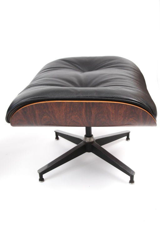 Eames herman miller 670 lounge chair and ottoman at 1stdibs - Herman miller lounge chair and ottoman ...