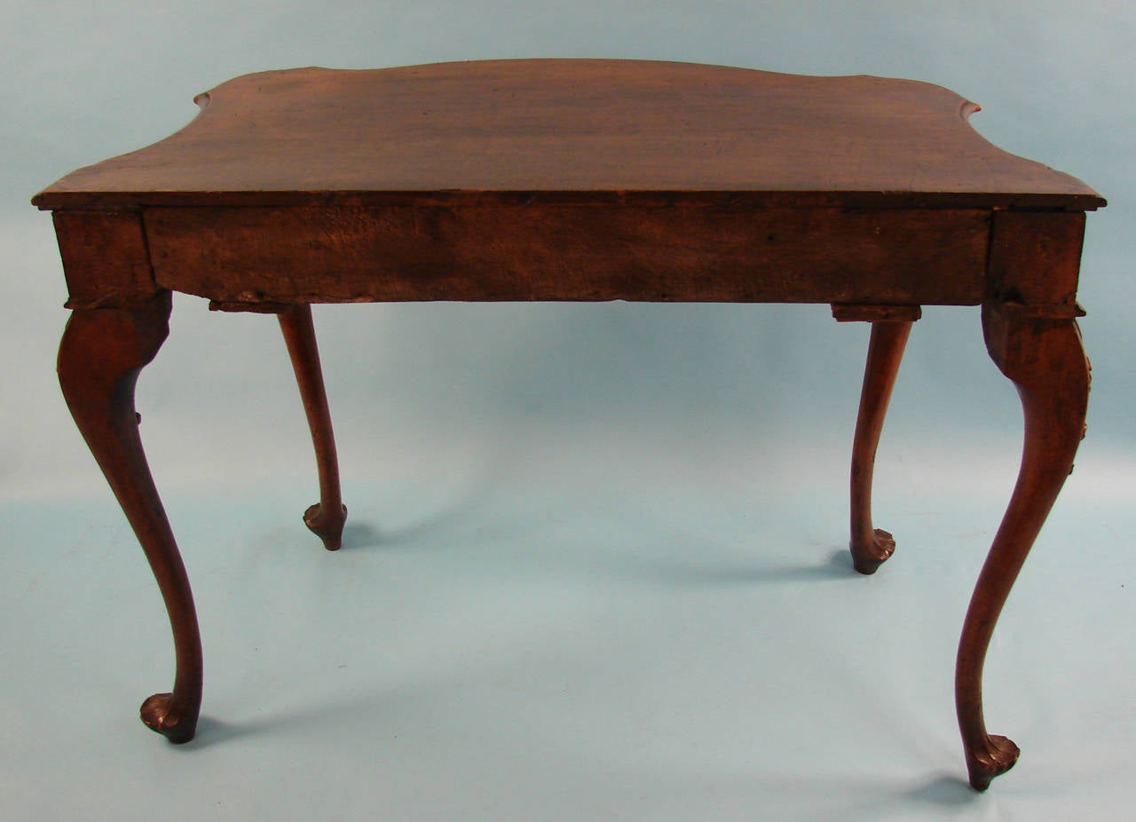 Italian Baroque Walnut Table with Drawer of Serpentine Form For Sale 1