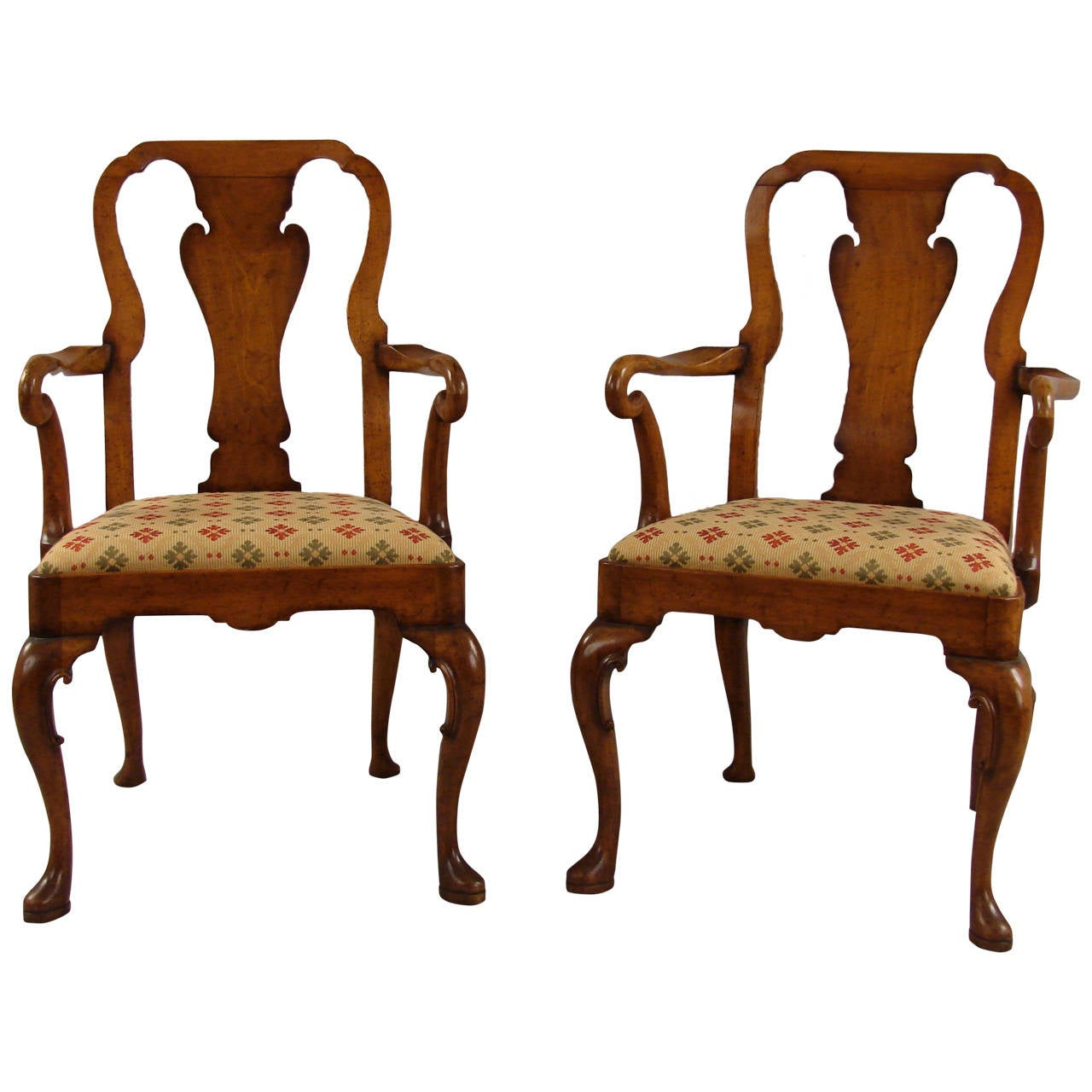 Pair of queen anne style walnut armchairs at 1stdibs for Stile queen anne