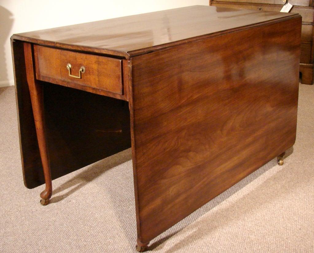Large george ii figured mahogany drop leaf dining table at for Large drop leaf dining room tables