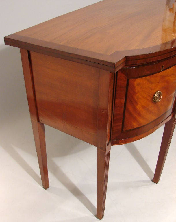 George III Hepplewhite Mahogany Sideboard In Good Condition For Sale In San Francisco, CA