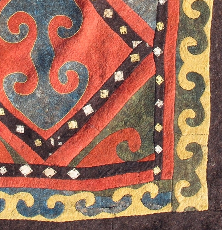 Early 20th Century Red and Blue Kyrgyz Felt Rug In Excellent Condition For Sale In Oakland, CA