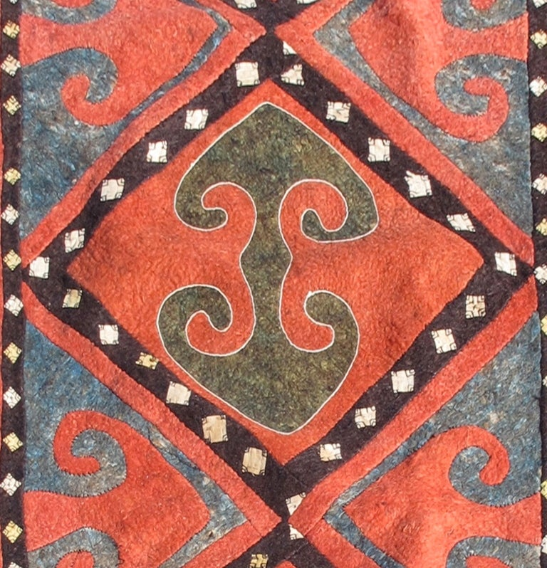 Kyrgyzstani Early 20th Century Red and Blue Kyrgyz Felt Rug For Sale
