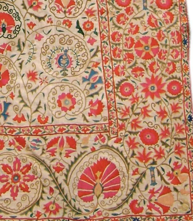 19th Century Light Floral Suzani Embroidered Textile Rug In Excellent Condition For Sale In San Francisco, CA