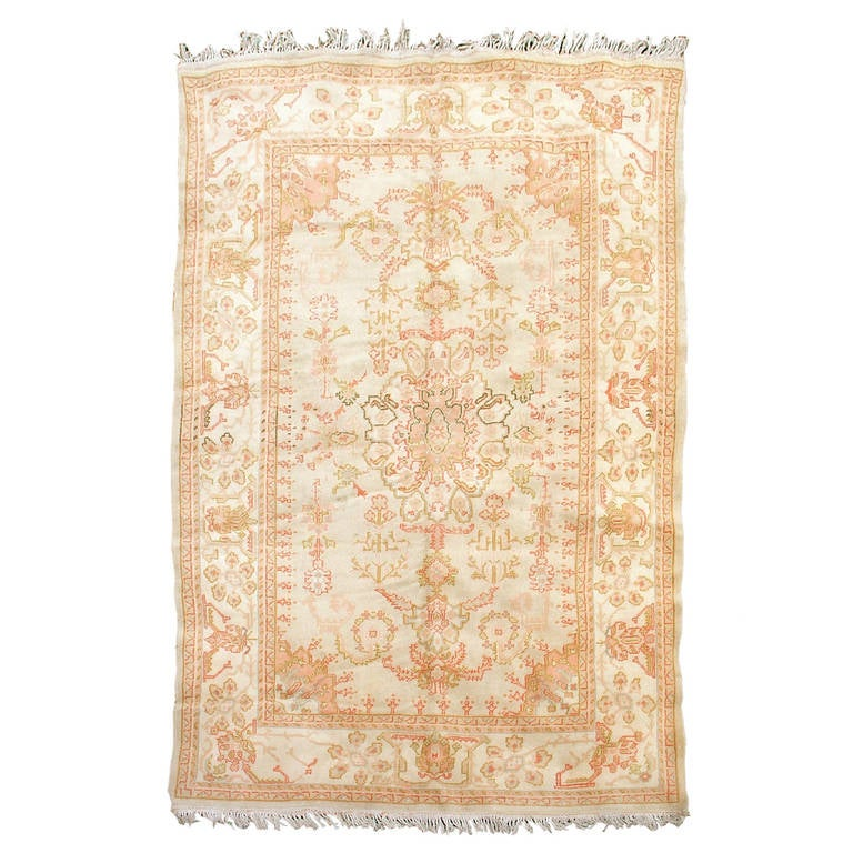 Late 19th Century Ivory Oushak Rug with Rose Highlights For Sale