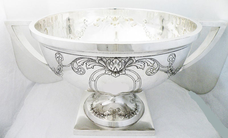 Massive 135ozs Meriden Sterling Silver Two Handled Punch Bowl 6