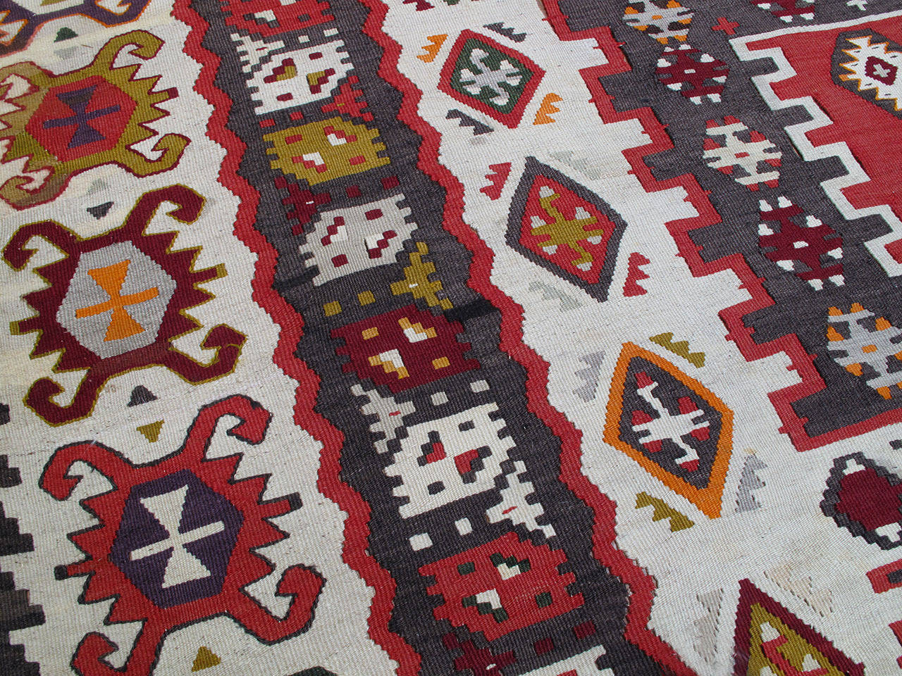 20th Century Balkan Kilim Rug For Sale