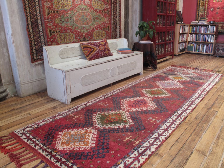 Herki long runner rug. A fantastic, cheerful old tribal rug by the Herki Kurds who inhabit the mountains on the Turkish-Iraqi border. Authentic weaving traditions continued far longer in this remote region than in other parts of Turkey. Rug has