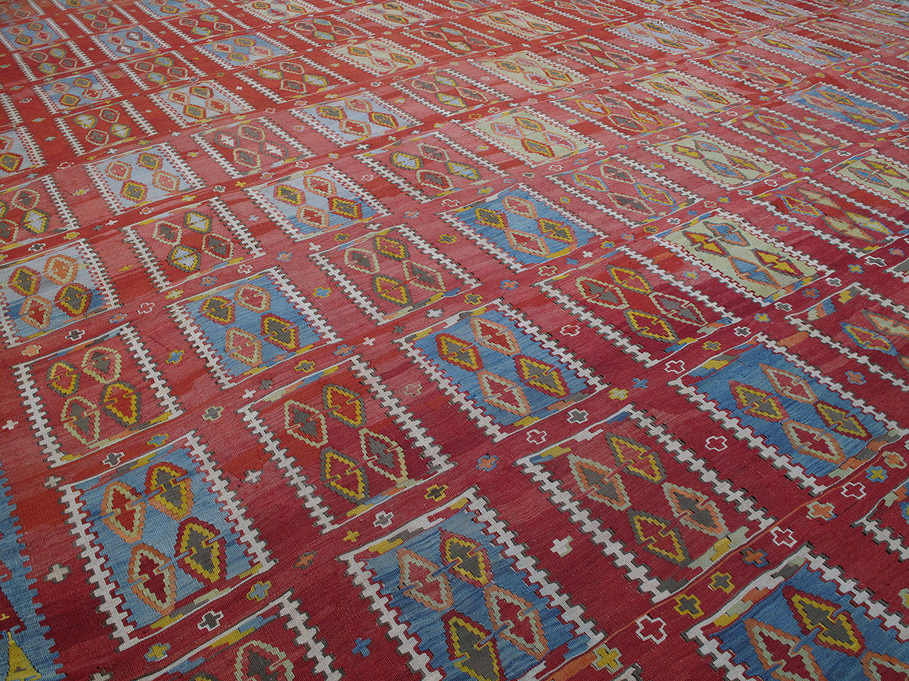 Very Large and Exceptional Antique Sivas Kilim 3