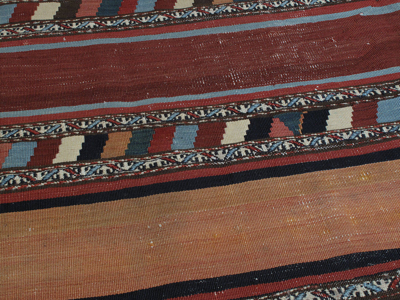 Antique Shahsavan Kilim Rug In Good Condition For Sale In New York, NY