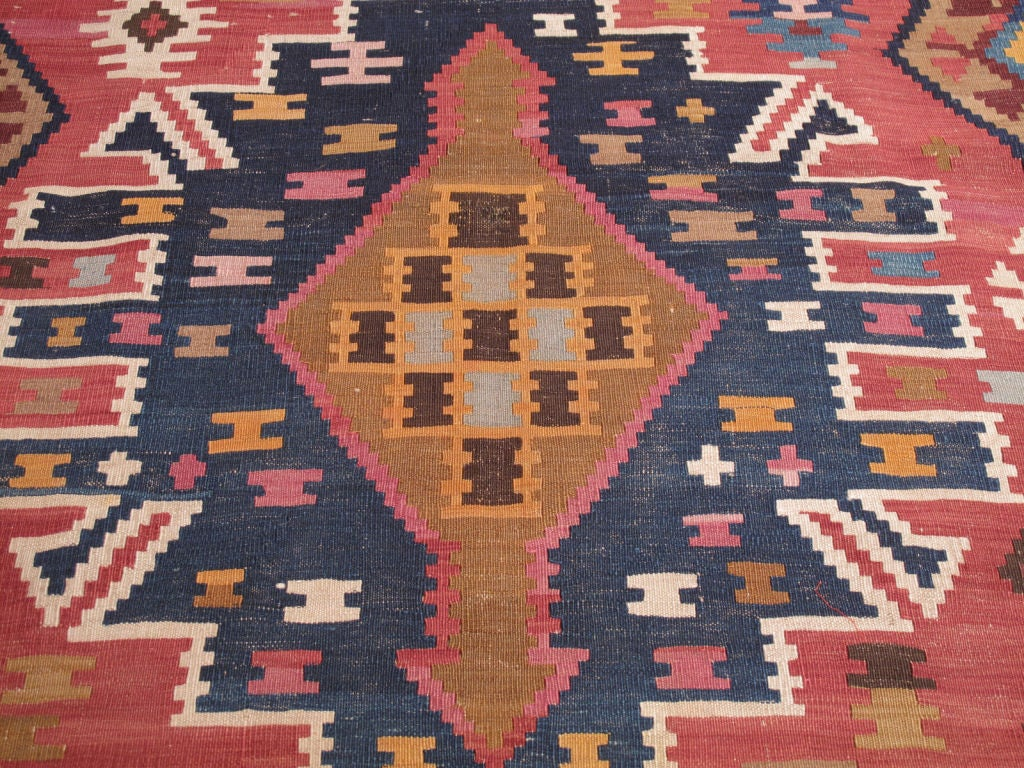 Kuba Kilim Rug In Good Condition For Sale In New York, NY
