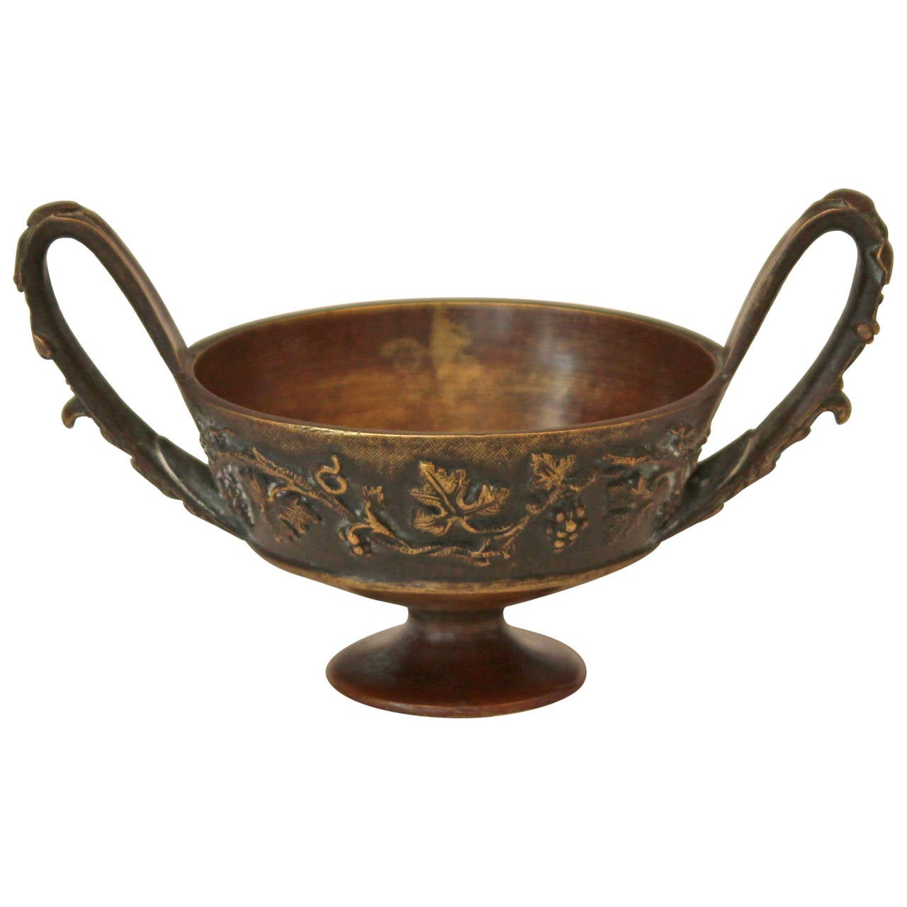 antique grand tour dark patina greek bronze bowl tazza kantharos for sale at 1stdibs. Black Bedroom Furniture Sets. Home Design Ideas