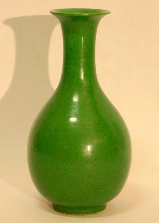 Antique Chinese Porcelain Apple Green Crackle Glaze Vase