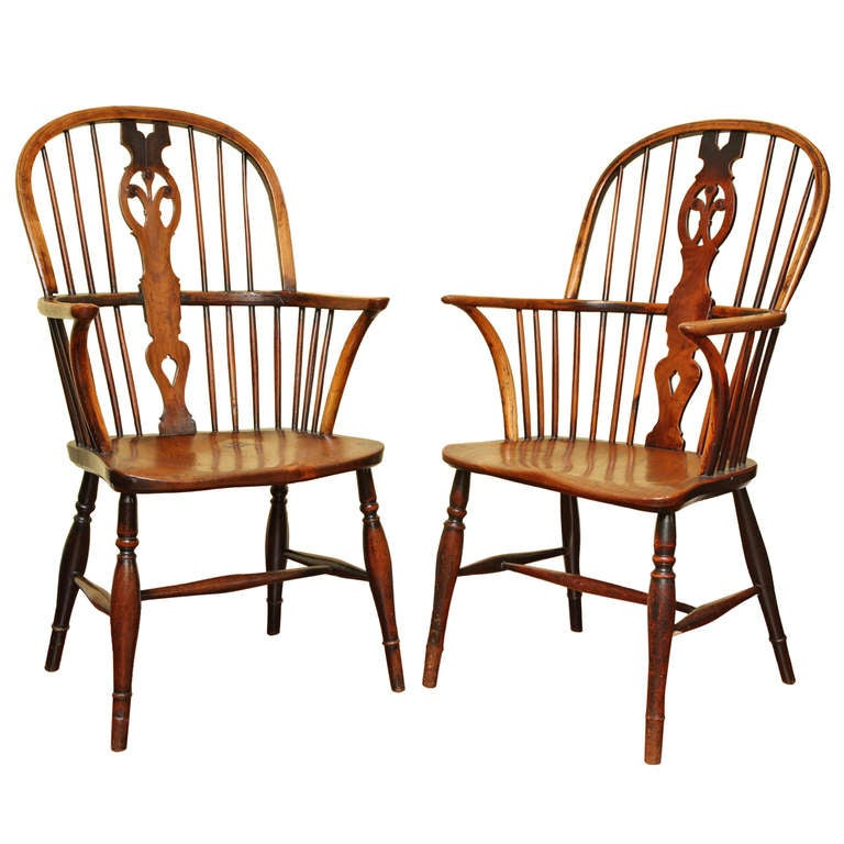 Pair of George III Elm and Yew Wood Windsor Armchairs, English, circa 1800 For Sale
