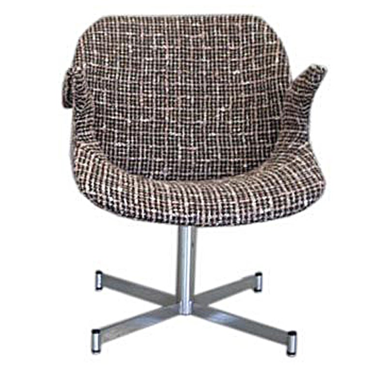 1960s Italian Curved Armchair in Brown and White Bouclé on Chrome Base For Sale