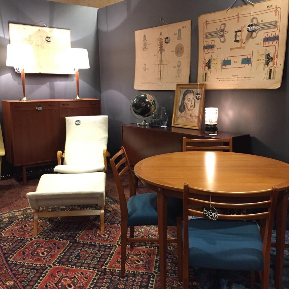 Mid-Century Modern Round Swedish Teak Dining Table For Sale 2