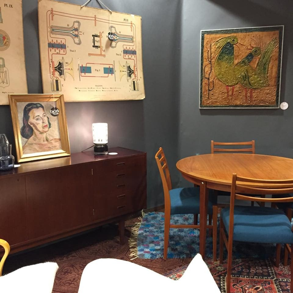 Mid-Century Modern Round Swedish Teak Dining Table For Sale 3