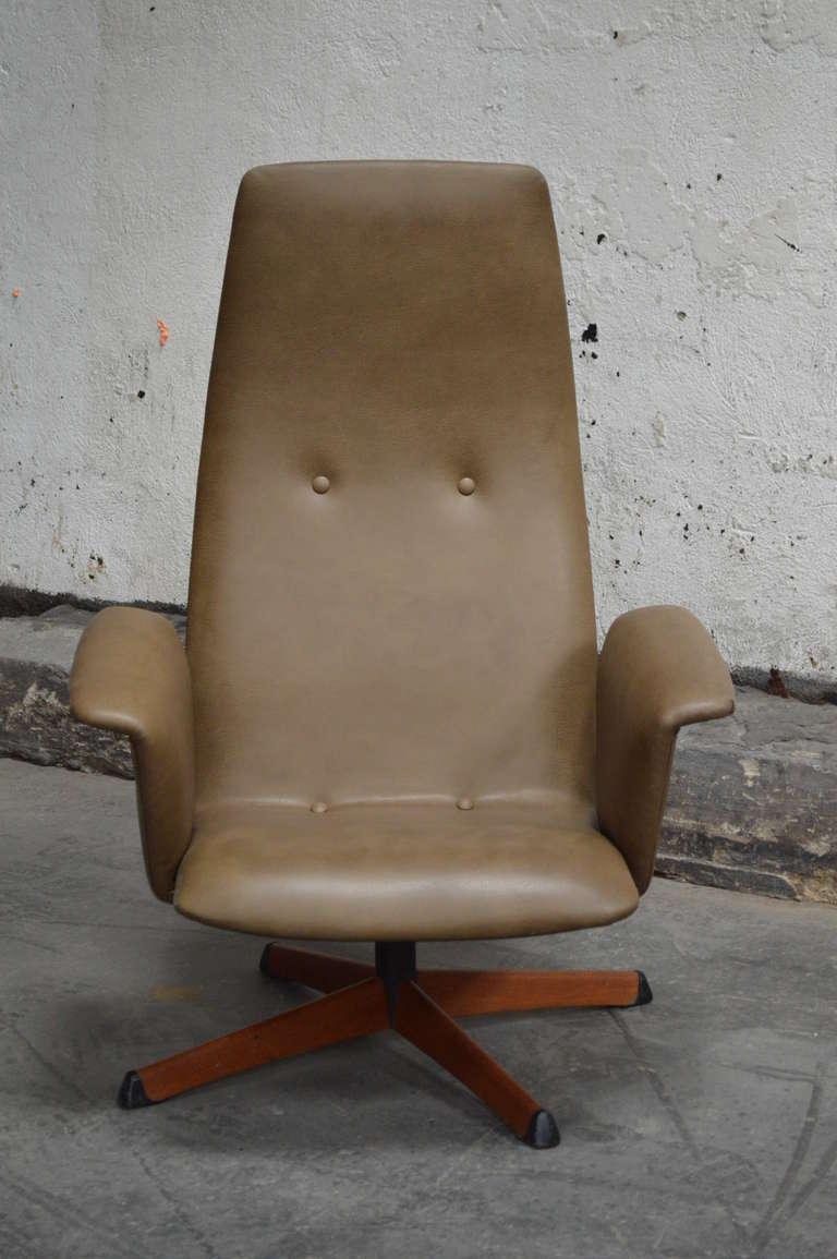 Vintage leather swivel chair - Vintage Swedish Mid Century Leather Swivel Arm Chair 2