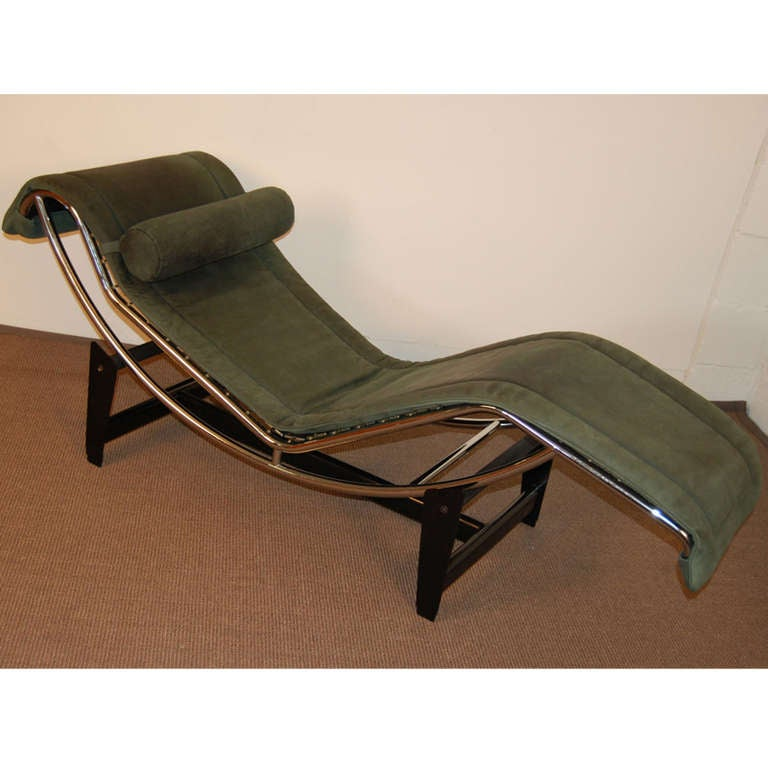 Le corbusier lc4 green leather chaise longue at 1stdibs for Chaise longue pony lc4 le corbusier