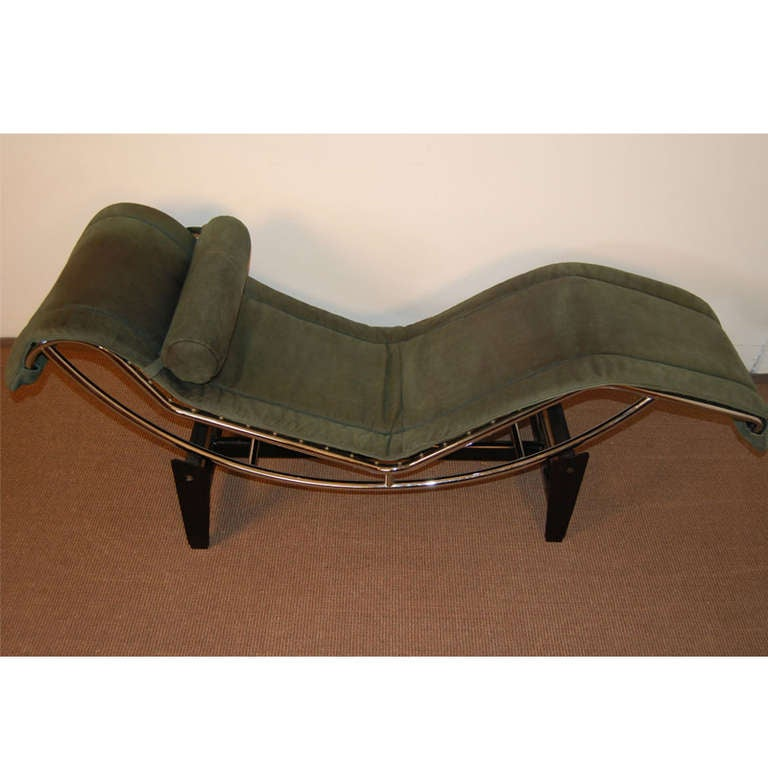 Le corbusier lc4 green leather chaise longue at 1stdibs for Chaises longues tressees