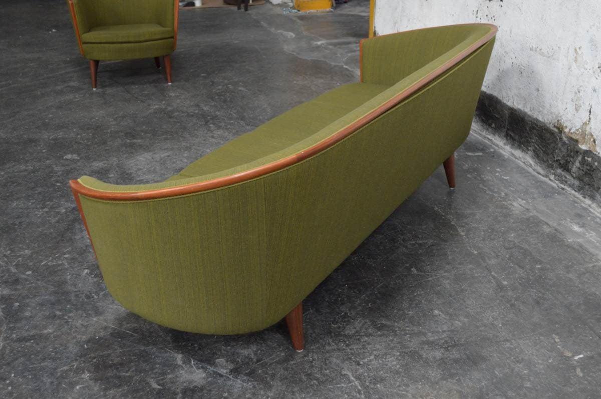 Exquisite Rare Mid-Century Barrel Back Sofa In Excellent Condition For Sale In Atlanta, GA