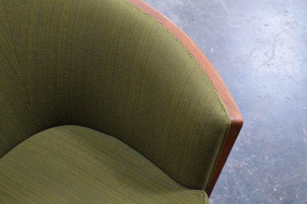 Exquisite Rare Mid-Century Barrel Back Sofa For Sale 1